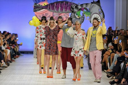 Перформанс на Ukranian Fashion Weak 2014 от Залевского